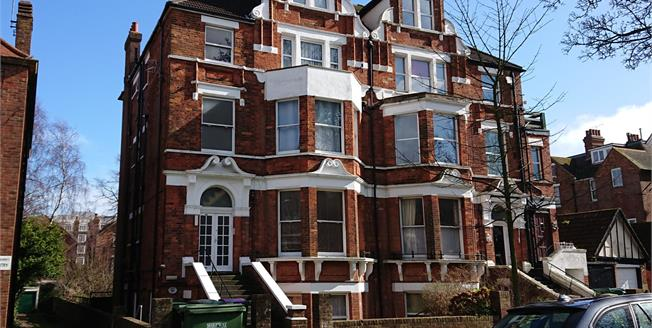 Asking Price £145,000, 2 Bedroom Flat For Sale in Earls Avenue, CT20