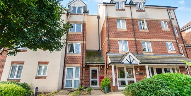 Offers Over £170,000, 1 Bedroom Flat For Sale in Hythe, CT21