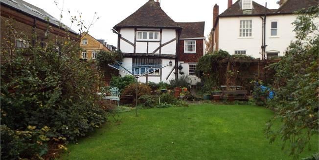 Guide Price £545,000, 4 Bedroom For Sale in Faversham, ME13