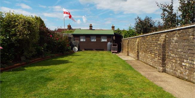 Guide Price £340,000, 3 Bedroom Detached House For Sale in Faversham, ME13