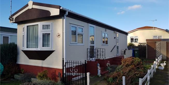 £90,000, 1 Bedroom Mobile Home For Sale in Graveney, ME13