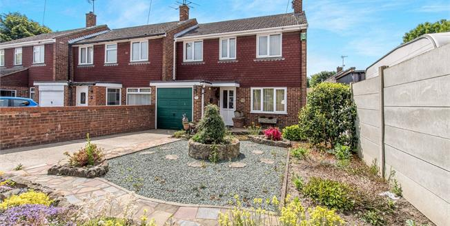 Asking Price £265,000, 3 Bedroom End of Terrace House For Sale in Faversham, ME13