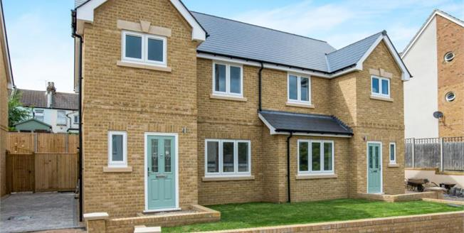 £325,000, 3 Bedroom Semi Detached House For Sale in Kent, ME7