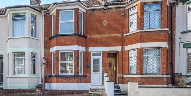 Guide Price £220,000, 3 Bedroom Terraced House For Sale in Gillingham, ME7