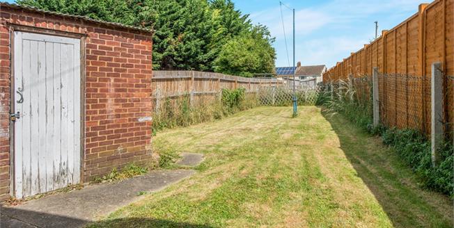 Asking Price £240,000, 2 Bedroom Semi Detached House For Sale in Gravesend, DA12