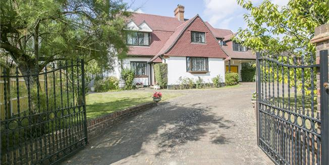 Guide Price £700,000, 6 Bedroom Detached House For Sale in Meopham, DA13