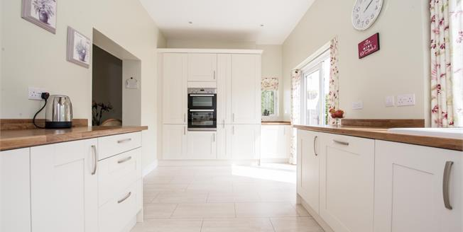 Guide Price £550,000, 4 Bedroom Detached House For Sale in Shorne, DA12