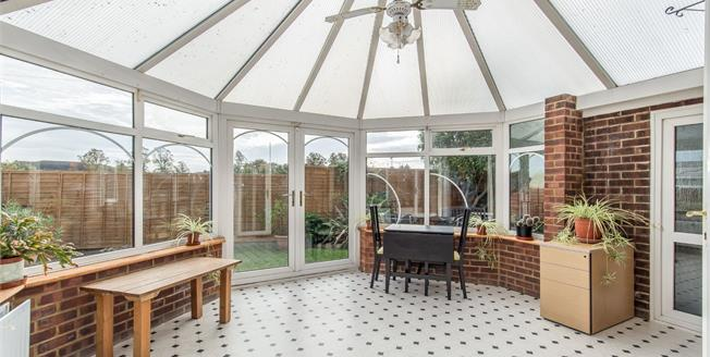 Guide Price £475,000, 4 Bedroom Detached House For Sale in Gravesend, DA12