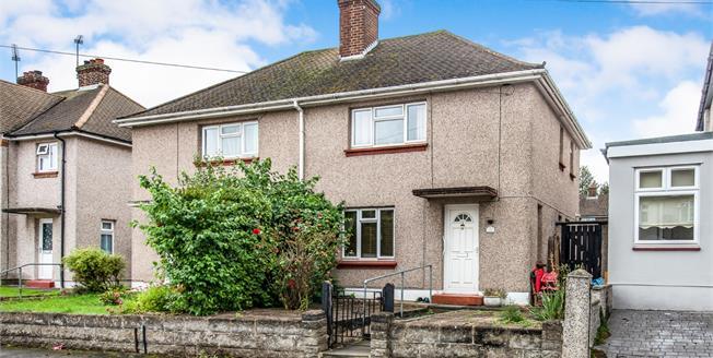 Guide Price £250,000, 2 Bedroom Semi Detached House For Sale in Northfleet, DA11
