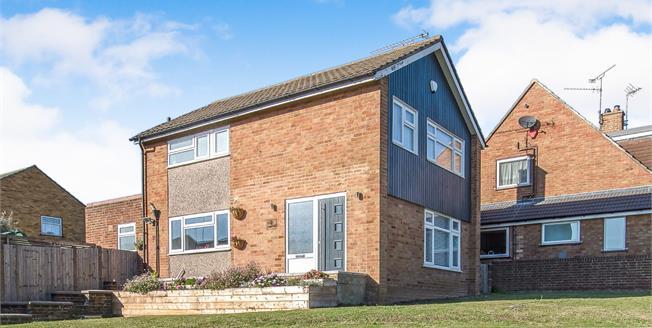 Guide Price £400,000, 3 Bedroom Detached House For Sale in Northfleet, DA11