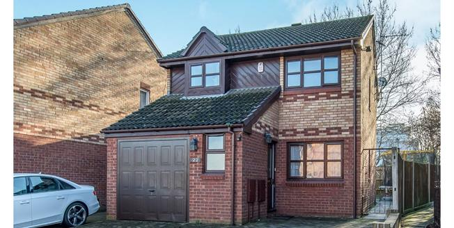 Guide Price £325,000, 3 Bedroom Detached House For Sale in Gravesend, DA12