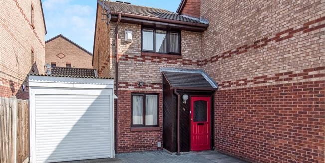 Guide Price £250,000, 2 Bedroom Semi Detached House For Sale in Gravesend, DA12