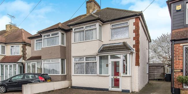 Guide Price £350,000, 3 Bedroom Semi Detached House For Sale in Northfleet, DA11
