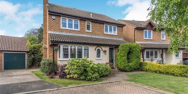 Guide Price £550,000, 4 Bedroom Detached House For Sale in Gravesend, DA12