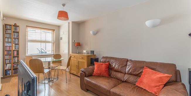 Guide Price £160,000, 1 Bedroom Flat For Sale in Gravesend, DA11