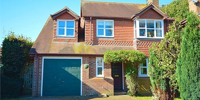 Guide Price £370,000, 4 Bedroom Detached House For Sale in Alkham, CT15