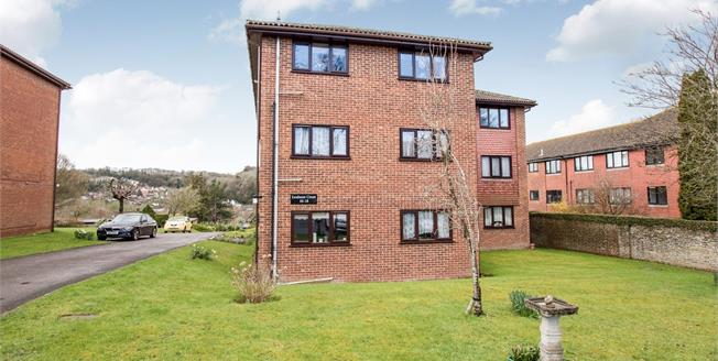 Asking Price £190,000, 2 Bedroom Flat For Sale in River, CT16