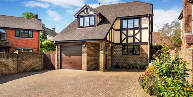 £400,000, 4 Bedroom Detached House For Sale in River, CT17