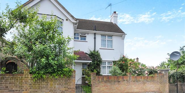 Guide Price £775,000, 3 Bedroom Detached House For Sale in London, SE4