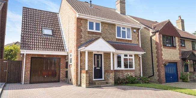 Guide Price £400,000, 4 Bedroom Detached House For Sale in Maidstone, ME16