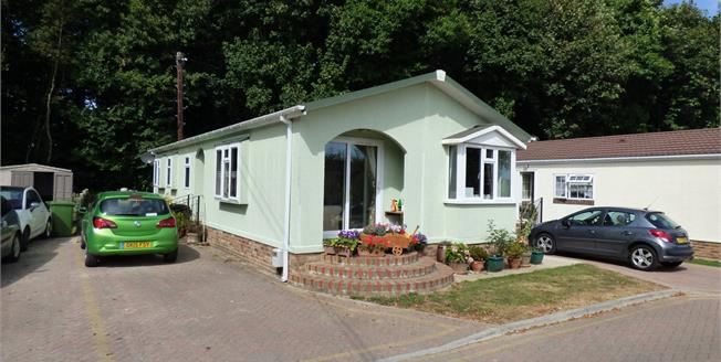 Guide Price £190,000, 3 Bedroom Detached Bungalow For Sale in Harrietsham, ME17