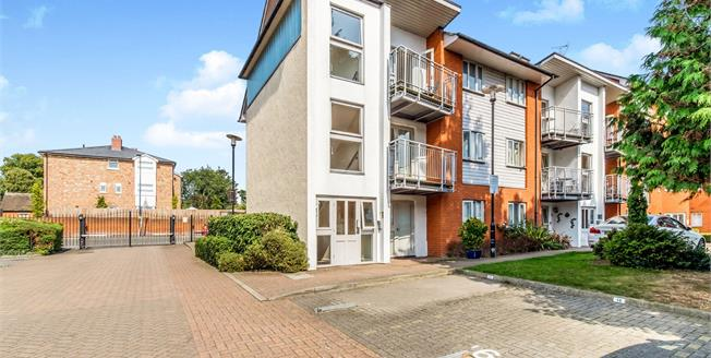 Asking Price £275,000, 2 Bedroom Flat For Sale in Maidstone, ME14