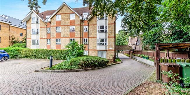 Offers in the region of £215,000, 2 Bedroom Flat For Sale in Maidstone, ME16