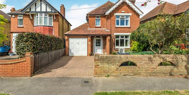 Guide Price £425,000, 4 Bedroom Detached House For Sale in Maidstone, ME15