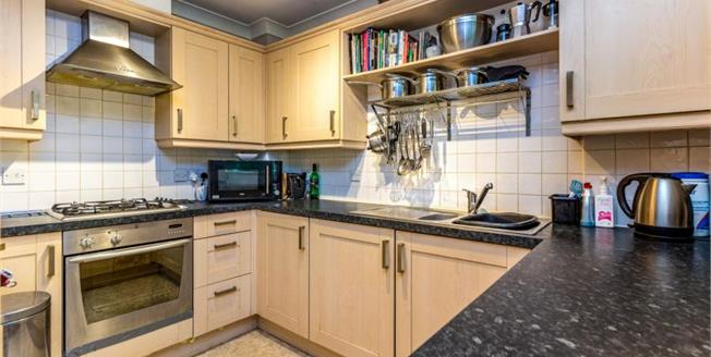 Guide Price £180,000, 2 Bedroom Flat For Sale in Maidstone, ME15
