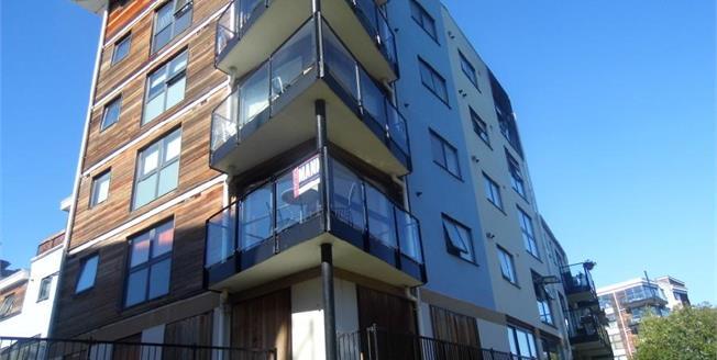 £210,000, 2 Bedroom Upper Floor Flat For Sale in Maidstone, ME16