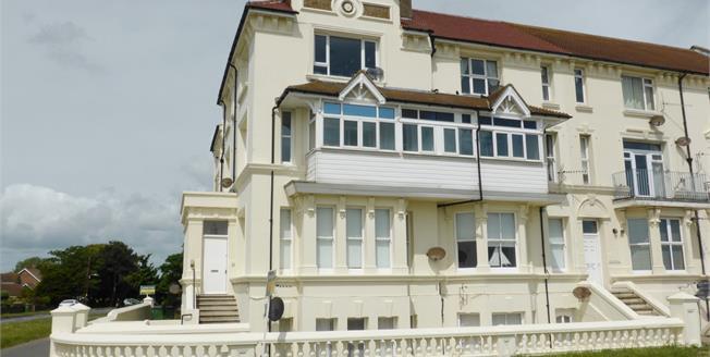 Guide Price £135,000, 2 Bedroom Flat For Sale in Littlestone, TN28