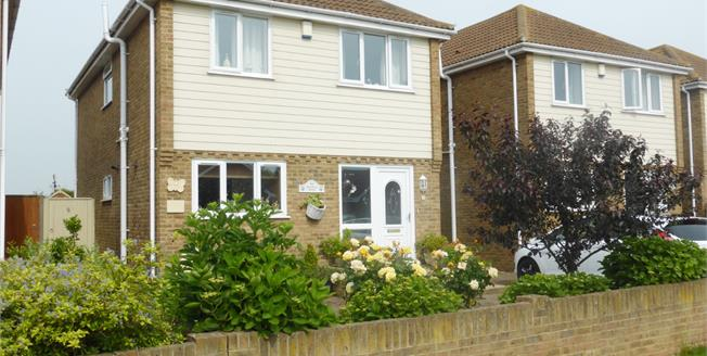 Asking Price £350,000, 3 Bedroom Detached House For Sale in Greatstone, TN28