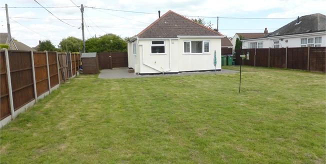 Guide Price £230,000, 2 Bedroom Detached Bungalow For Sale in St. Marys Bay, TN29