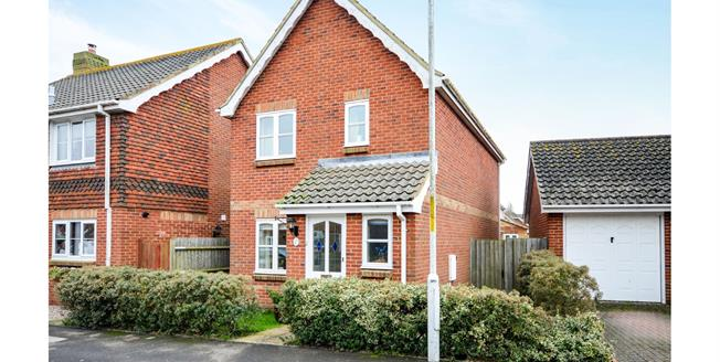 Guide Price £250,000, 3 Bedroom Detached House For Sale in Lydd, TN29