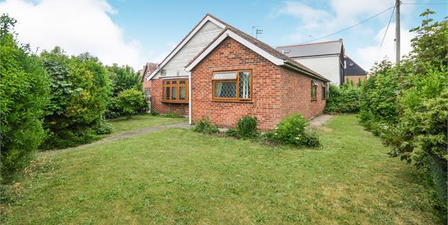 Guide Price £300,000, 3 Bedroom Detached Bungalow For Sale in Lydd, TN29