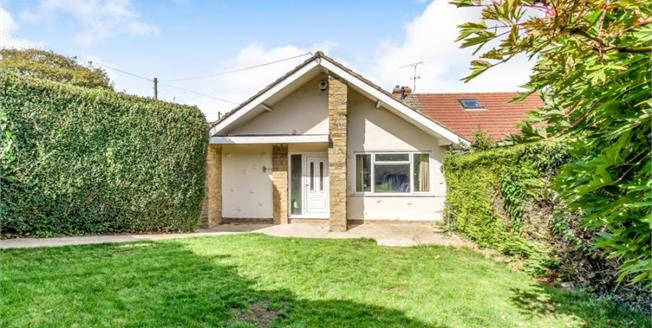 Guide Price £300,000, 3 Bedroom Semi Detached Bungalow For Sale in Chatham, ME5