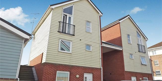 Guide Price £150,000, 2 Bedroom Flat For Sale in Sittingbourne, ME10