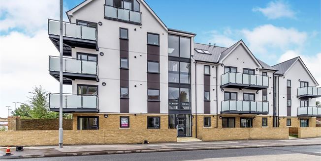 Asking Price £220,000, 2 Bedroom Flat For Sale in Sittingbourne, ME10