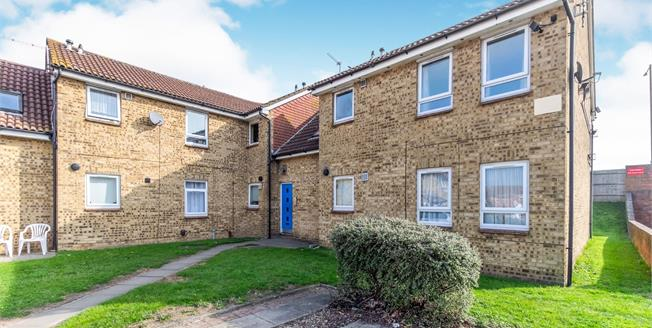 Offers in excess of £80,000, 1 Bedroom Flat For Sale in Sittingbourne, ME10