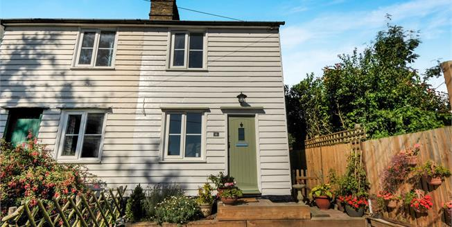 Guide Price £300,000, 2 Bedroom Semi Detached Cottage For Sale in Swanley, BR8