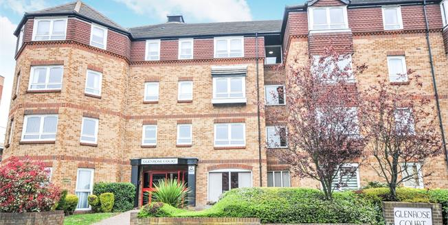 Guide Price £230,000, 2 Bedroom Flat For Sale in Sidcup, DA14