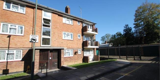 Offers in excess of £250,000, 2 Bedroom Flat For Sale in Sidcup, DA14