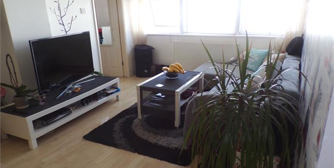 Guide Price £105,000, 2 Bedroom Flat For Sale in Sheerness, ME12
