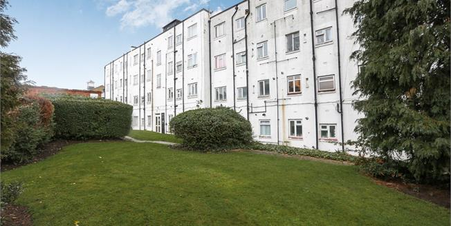 Offers Over £280,000, 2 Bedroom Flat For Sale in London, SE26