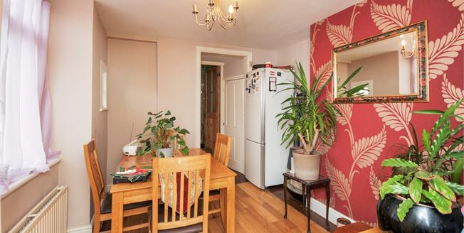 Guide Price £425,000, 2 Bedroom Semi Detached House For Sale in London, SE26