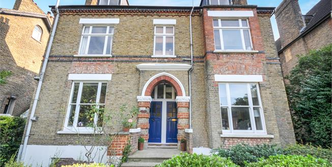 Asking Price £450,000, 2 Bedroom Flat For Sale in London, SE20