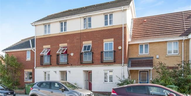 Guide Price £400,000, 4 Bedroom Terraced House For Sale in London, SE28