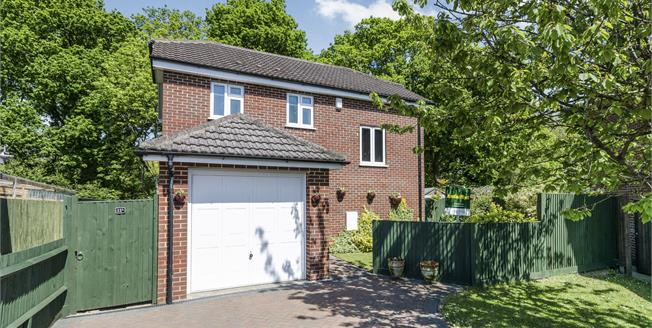 Guide Price £290,000, 3 Bedroom Detached House For Sale in Fareham, PO15