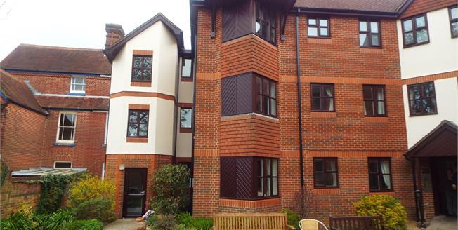 Asking Price £85,000, 1 Bedroom Flat For Sale in Fareham, PO16