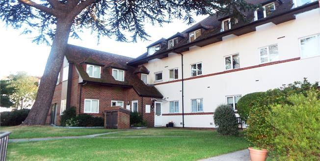 Guide Price £130,000, 2 Bedroom Flat For Sale in Fareham, PO16